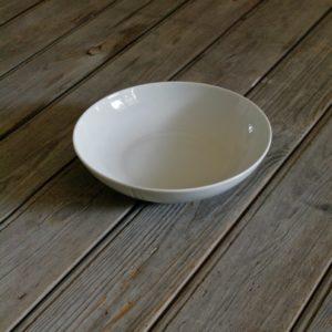 idée de support en porcelaine assiette creuse