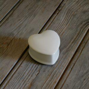 idée de support en porcelaine petite boîte en forme de coeur