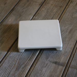 idée de support en porcelaine dessous de plat carré