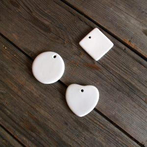 idée de support en porcelaine bijou personnalisé