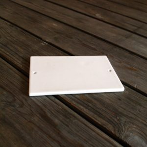idée de support en porcelaine plaque rectangle percée