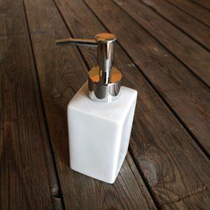 idée de support en porcelaine pompe à savon