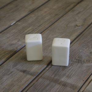 idée de support en porcelaine sel poivre forme carrée