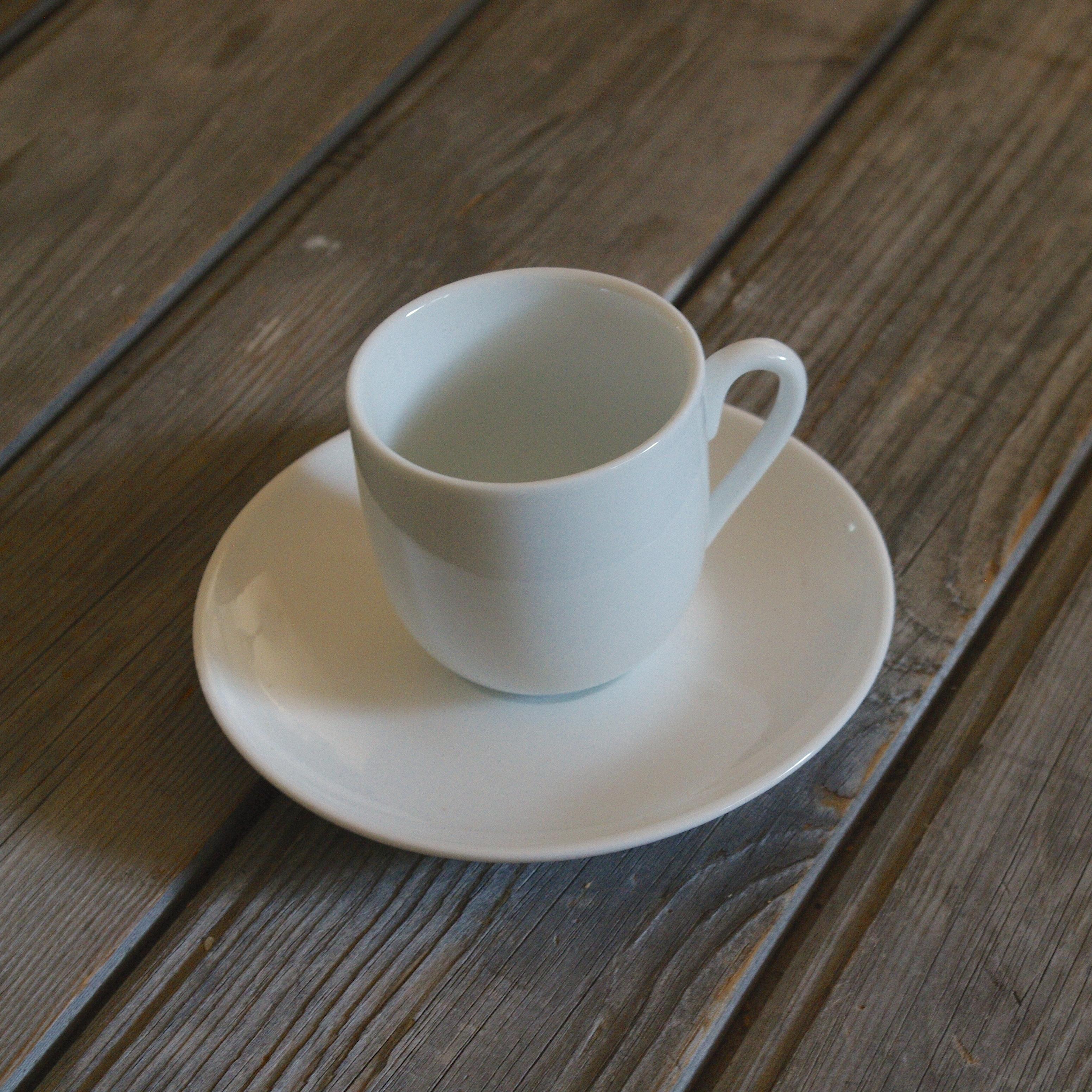 idée de support en porcelaine tasse à café louvre