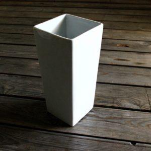 idée de support en porcelaine vase forme carrée